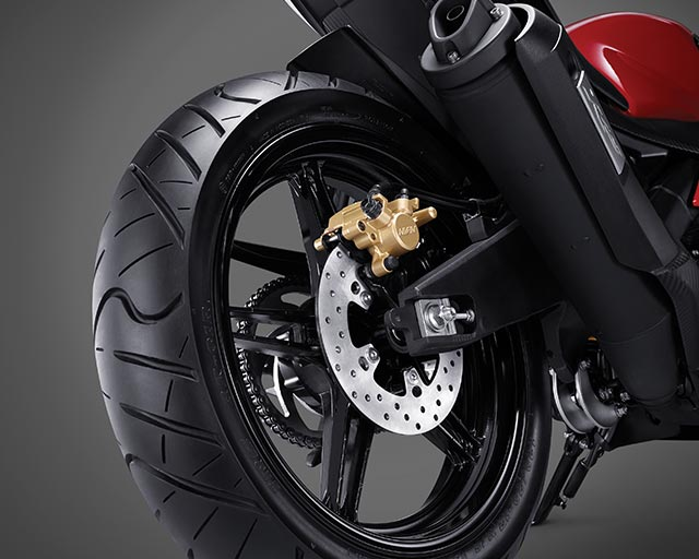 https://www.yamahas.nz/i/Images/Models/Road/Supersport/YZFr15/Features/YMA_KeyFeatures_640x512px_15_YZF_R15_RearDisc.jpg