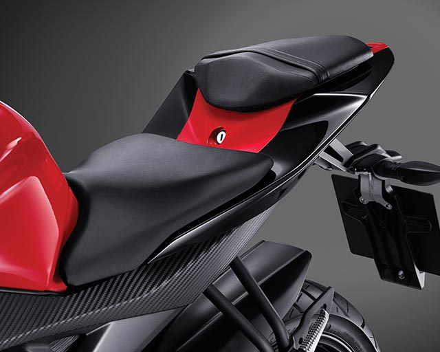 https://www.yamahas.nz/i/Images/Models/Road/Supersport/YZFr15/Features/YMA_KeyFeatures_640x512px_15_YZF_R15_Seat.jpg