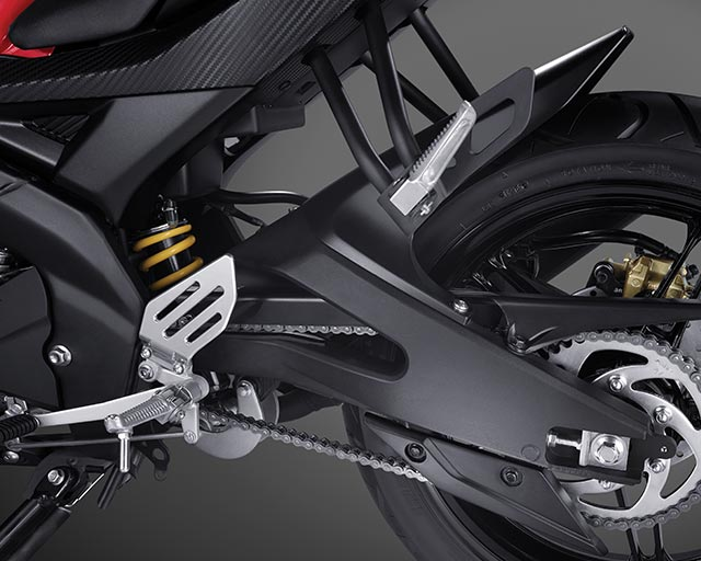 https://www.yamahas.nz/i/Images/Models/Road/Supersport/YZFr15/Features/YMA_KeyFeatures_640x512px_15_YZF_R15_Swingarm.jpg