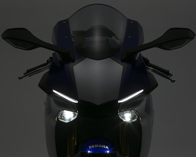 https://www.yamahas.nz/i/Images/Models/Road/Supersport/YZFr1M/Features/YMA_KeyFeatures_640x512px_16_YZF_R1_LEDLights.jpg